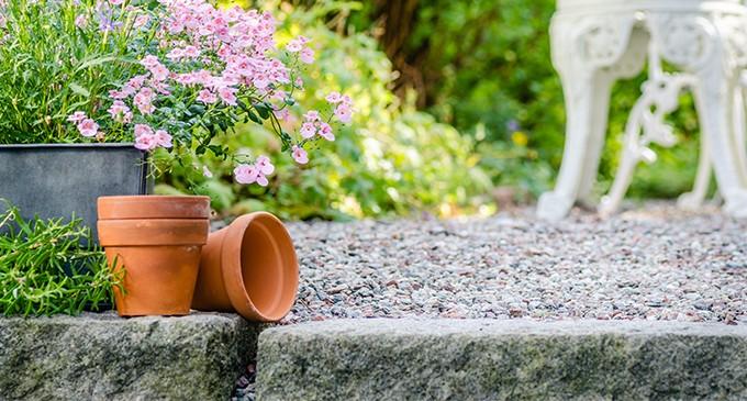 4 ejemplos de cómo puedes decorar tu jardín para que sea bonito y muy práctico
