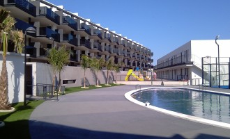 Disfruta de la playa y la piscina en Residencial Neo Mediterráneo
