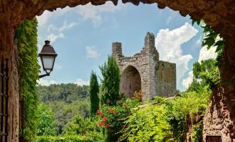 Sitios originales donde ir de vacaciones en España